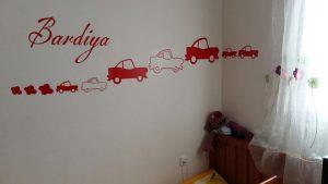 نمونه اجرا شده برچسب دیواری ماشین های پسرونه