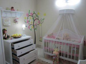نمونه های اجرا شده برچسب دیواری در یک اتاق نوزاد