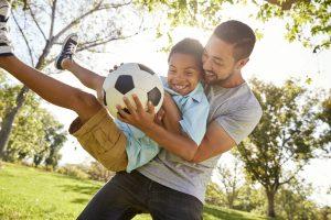 پدران و مادران در رفتار با بچه ها باید کودک شوند